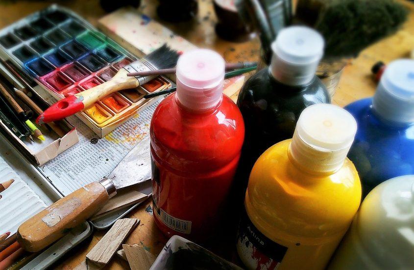 Ftalany wfarbach, klejach, lakierach, substancja toksyczna Matka Aptekarka