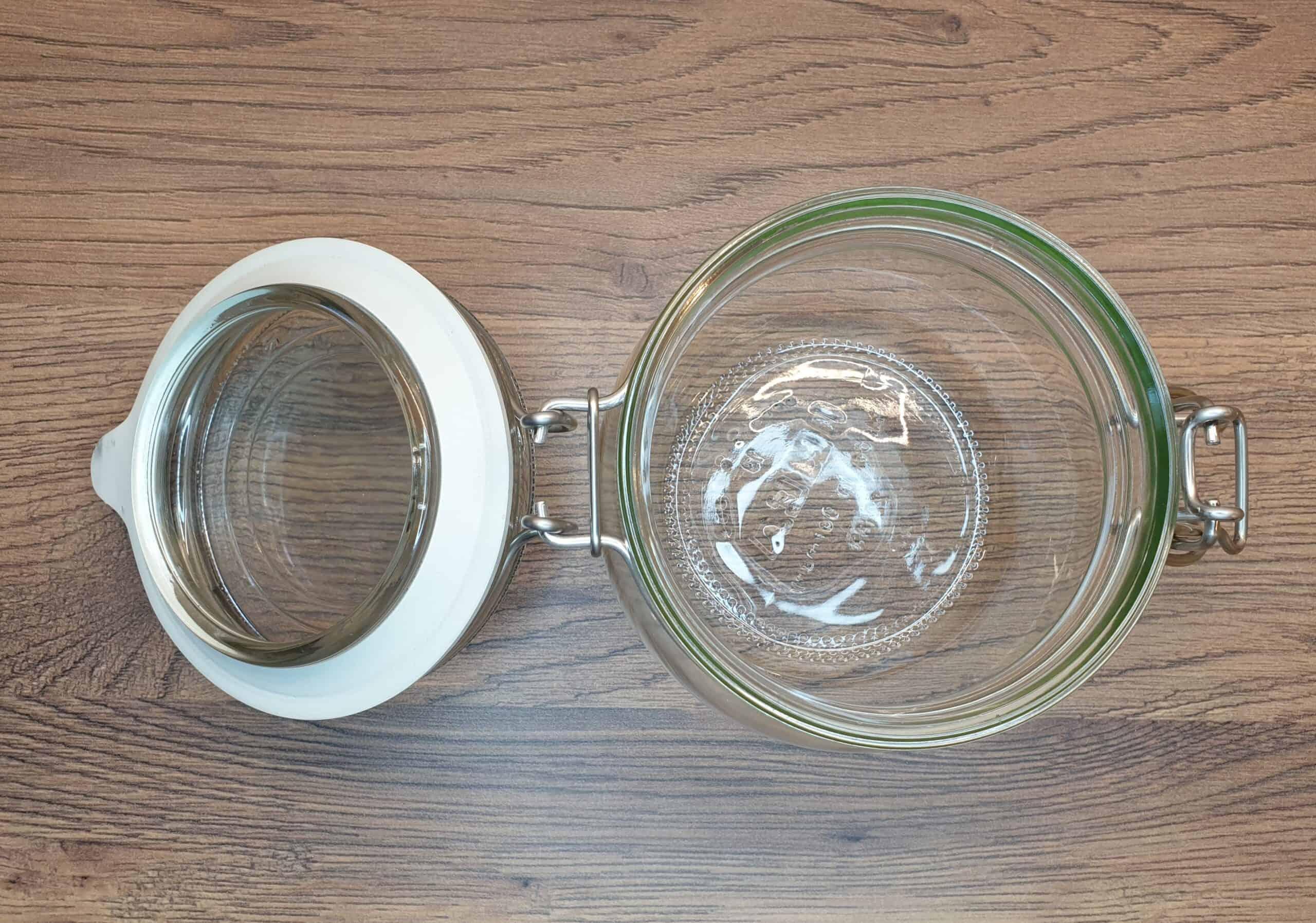 1. czysty słoik, syrop zcebuli, Matka Aptekarka